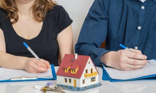 Nhiều cặp vợ chồng ra tòa ly hôn khi phát hiện bạn đời giấu tài sản riêng. Ảnh: Divorce-Online.