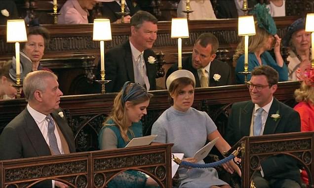 Thân thích hoàng tử Harry tại nhà nguyện.