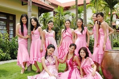 Hà Hương cùng các thí sinh của Phụ nữ Việt Nam thế kỷ 21 năm 2007.