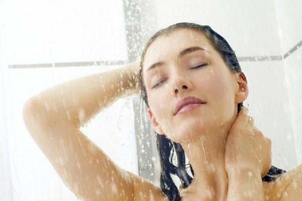 Kết quả hình ảnh cho Tắm nước lạnh khi còn nhiều mồ hôi trên cơ thể