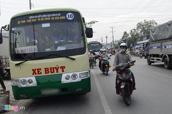 Chiếc buýt xảy ra tai nạn với xe máy khiến nạn nhân tử vong. Ảnh: M.A.