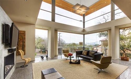 Những khung cửa kính cao từ sàn tới trần nhà đem lại góc nhìn đẹp nhưng cũng có một số nhược điểm. Ảnh minh họa: BF.