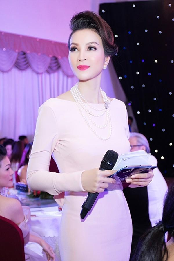Thanh Mai chia tay vai trò diễn viên, cô chuyển làm MC và thành công trong lĩnh vực này.