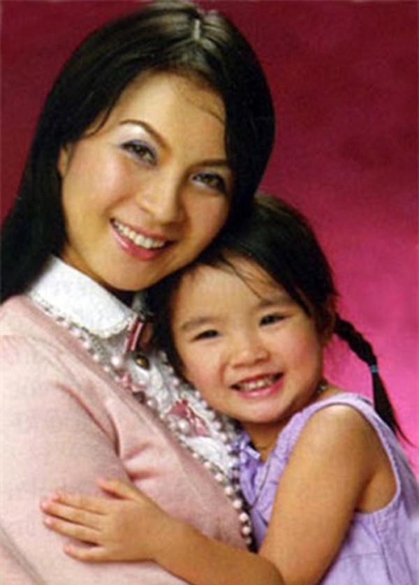 Hình ảnh hiếm hoi của MC Thanh Mai và con gái.