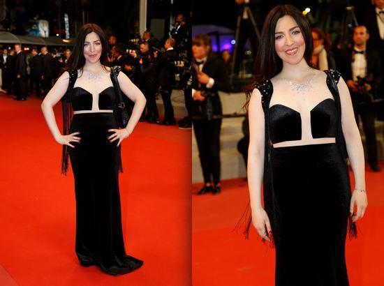 Nữ diễn viên nổi tiếng người Pháp Aurelia Khazan trong đầm triệu đô của NTK tại thảm đỏ LHP Cannes