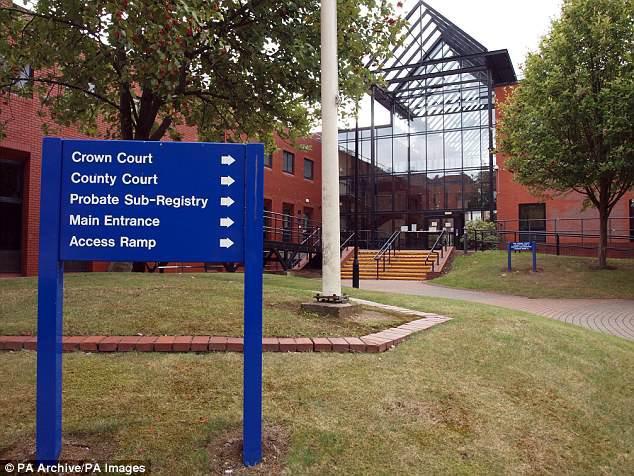 Trên phiên tòa Leicestershire, dù liên tục phủ nhận cáo buộc nhưng cuối cùng Paul đã chịu nhận tội, bị kết án 7 năm tù giam về tội tấn công tình dục và hiếp dâm. (Ảnh: Internet)