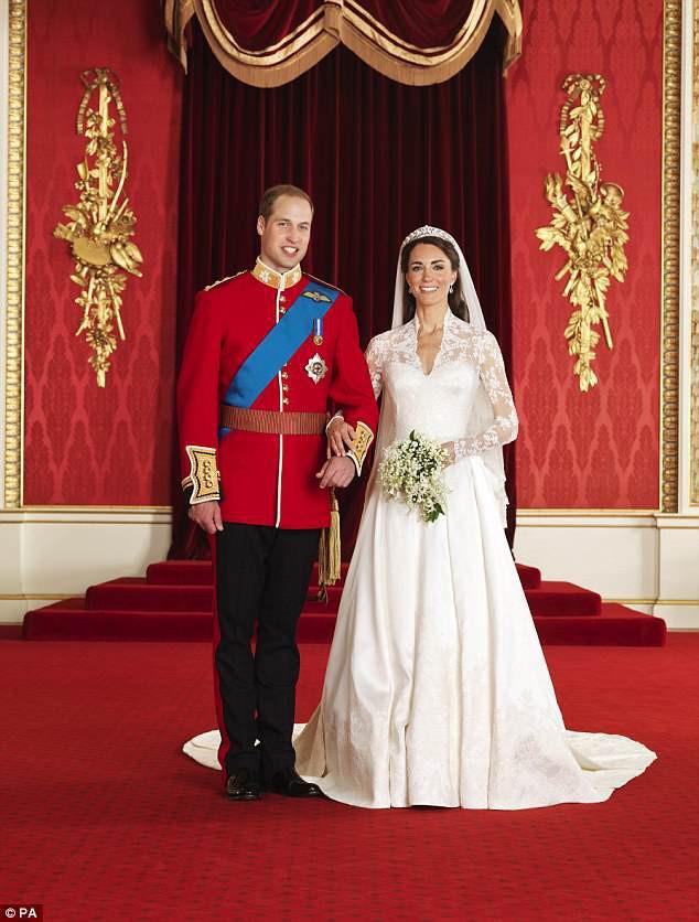 Ảnh cưới của Hoàng tử William - Kate trang trọng theo chuẩn mực Hoàng gia Anh.