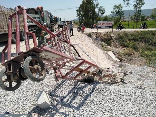 Rào chắn điện tử bị hất văng xuống mép đường, thời điểm xảy ra tai nạn rào chắn điện tử không hoạt động