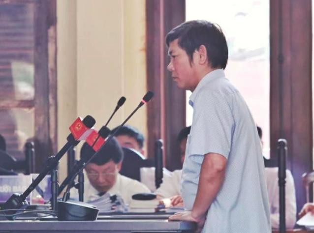 Ông Trần Văn Thắng hiện là Trưởng khoa Dược, Bệnh viện Đa khoa tỉnh Hoà Bình. Thời điểm xảy ra vụ án, ông Thắng là Trưởng phòng Vật tư.