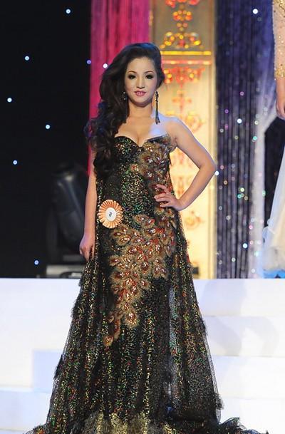 Thuý Nga gây choáng khi bất ngờ đi thi Hoa hậu tại Mỹ (Ảnh: Lý Võ Phú Hưng).