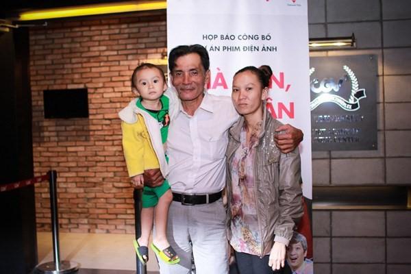 Thương Tín và vợ kém hơn 30 tuổi.