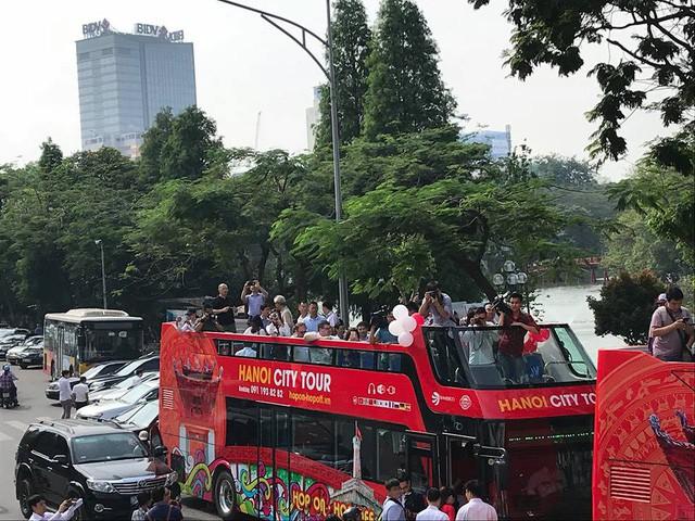 Buýt 2 tầng chính thức khai trương ở Hà Nội.