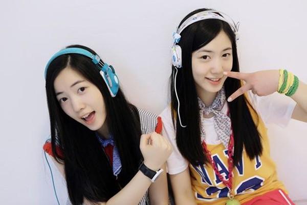 Hai chị em Hyo Young thời còn tham gia hoạt động ca hát.