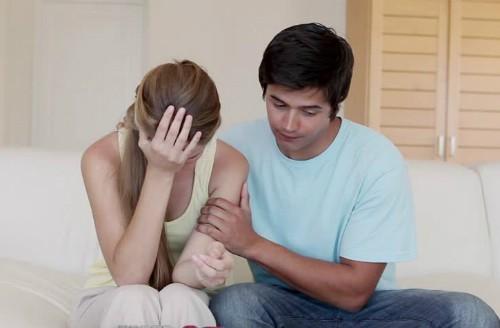 Người phụ nữ rất cần sự động viên, an ủi và thông cảm trước hết là từ người bạn đời của mình.