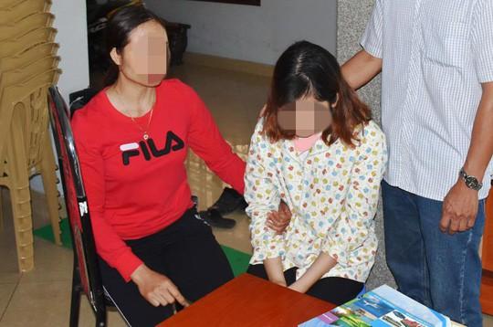 Chị Nguyễn Thị D. xót xa nhìn con gái Lê Thị Lan A. bỏ học theo Hội thánh Đức Chúa Trời
