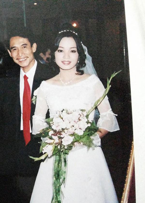 Năm 2005, ông cưới vợ khi bước sang tuổi 45, còn cô dâu mới tròn đôi mươi.