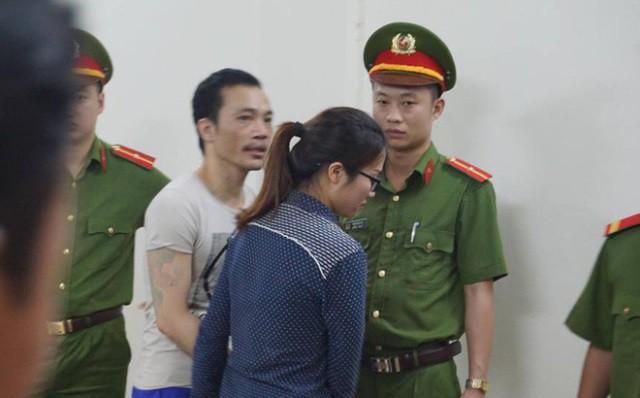 Hình ảnh Thọ sứt và bạn gái sau khi tuyên án.