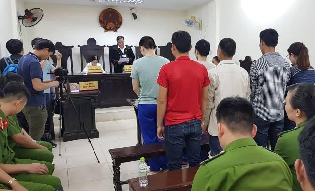 Những người có liên quan trong vụ án được triệu tập đến tòa.