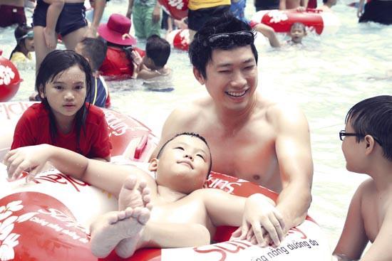 """Diễn viên Kinh Quốc và hành trình... """"làm mẹ"""""""