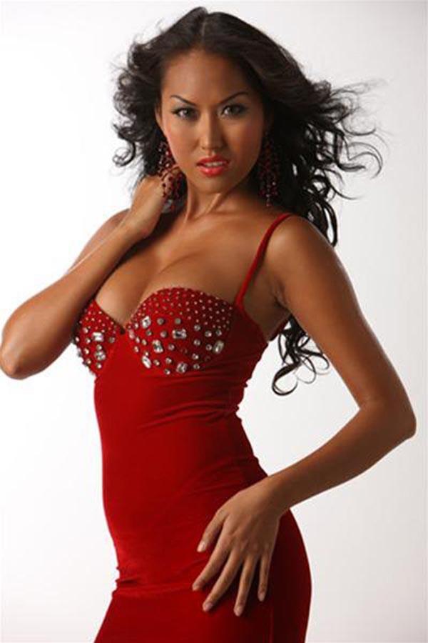 Năm 2004, Phi Thanh Vân tham gia cuộc thi Siêu mẫu Việt Nam và đạt giải Bạc chung cuộc cùng giải phụ Thí sinh được yêu thích nhất.