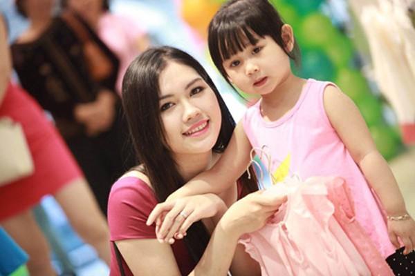 Vợ và con gái của Minh Tiệp.