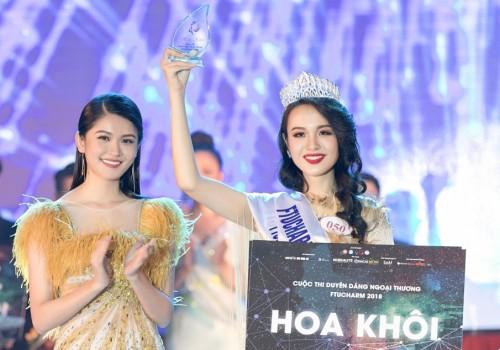 Hoa khôi Đại học Ngoại thương TP HCM - Huỳnh Phạm Thủy Tiên (phải) - vào chung khảo Hoa hậu Việt Nam.