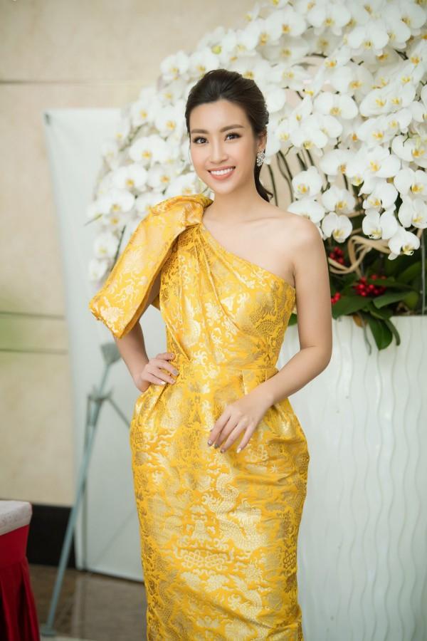 Mỹ Linh trở thành đương kim Hoa hậu đầu tiên đảm nhận vai trò ban giám khảo của Hoa hậu Việt Nam. Được mời vào vị trí quan trọng này khiến người đẹp vấp phải sự phản đối vì cô còn trẻ tuổi, chưa có nhiều kinh nghiệm trong cuộc sống. Tuy nhiên, ban tổ chức vẫn đánh giá cao những trải nghiệm và thành tựu mà Mỹ Linh đạt được trong hai năm qua, trong đó có thành tích vào top 40 và đoạt giải Hoa hậu Nhân ái cuộc thi Miss World 2017.