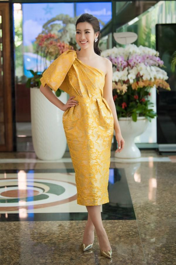 Tuy ngồi ghế nóng, Đỗ Mỹ Linh vẫn tham gia đồng hành cùng thí sinh trong một số hoạt động bên lề. Trong đêm chung kết dự kiến diễn ra vào tối 16/9, cô ngồi ở dưới với vị thế thành viên ban giám khảo. Khi công bố kết quả, Mỹ Linh sẽ lên sân khấu trao vương miện cho tân Hoa hậu.