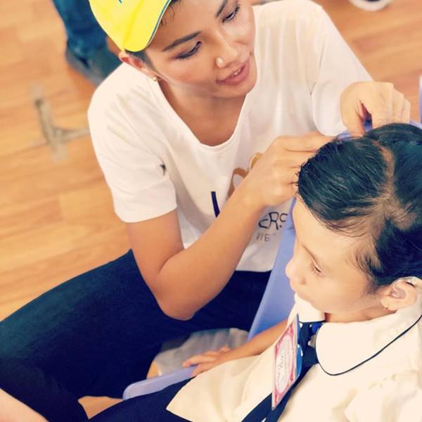 Hhen Niê tích cực với các hoạt động thiện nguyện sau thành công của cuộc thi.