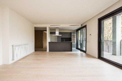 Việc sắp xếp căn phòng phải làm sao đảm bảo vừa tách biệt được gian bếp, phòng ăn và phòng khách nhưng vẫn giữ được một sự gắn kết trong trang trí chung.