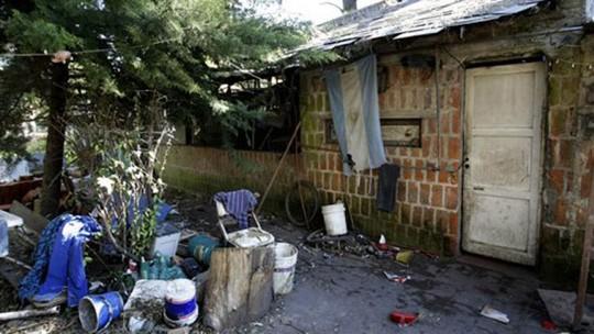 Nơi ông Eduardo Oviedo nhốt vợ con. Ảnh: AP