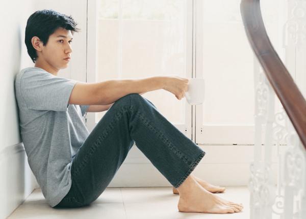 Khi đàn ông không được chia sẻ cảm xúc của bản thân, họ dễ cảm thấy cô đơn. (Ảnh minh họa)