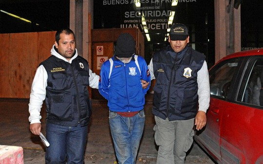 Ông Eduardo Oviedo (giữa) bị bắt. Ảnh: AP