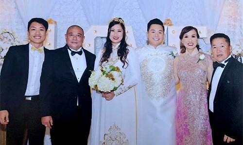 Từ trái qua: con trai Hồng Vân - Trê Phi, ông xã Lê Tuấn Anh, con gái Xí Ngầu, con rể và ông bà thông gia của chị. Trê Phi hiện du học tại Mỹ.