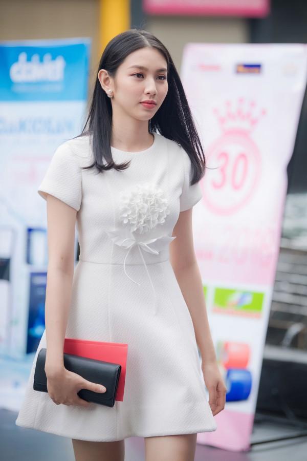 Nguyễn Thúc Thùy Tiên đăng quang Á khôi 1 Hoa khôi Nam Bộ 2017. Cô năm nay 20 tuổi và học tại Đại học Khoa học xã hội và Nhân văn TP HCM.
