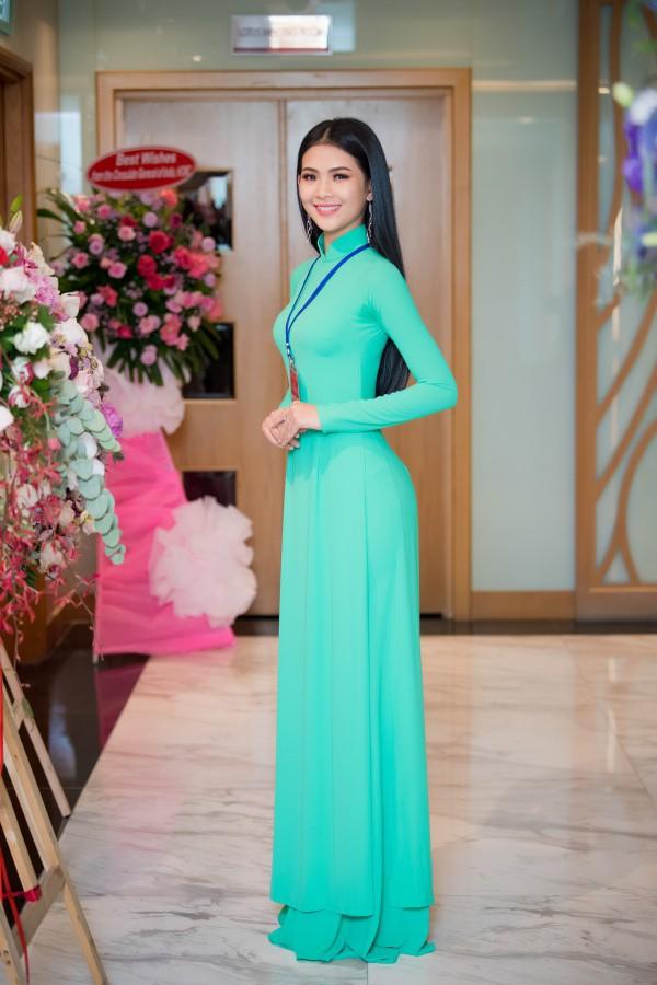 Trước khi dự thi Hoa hậu Việt Nam, Đinh Thị Triều Tiên từng giành giải Á khôi 2 Hoa khôi Sinh viên Việt Nam 2017.