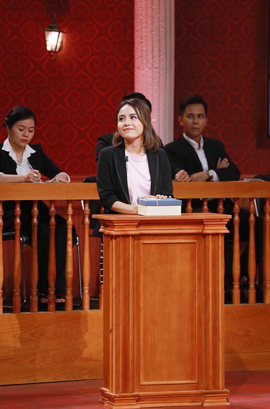 Thái Trinh ra tòa kiện người yêu Quang Đăng trong Phiên tòa tình yêu.