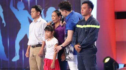 viet-huong-nghen-ngao-vi-hoan-canh-cua-co-be-roi-xuong-cong-1528690427737319680211.jpg