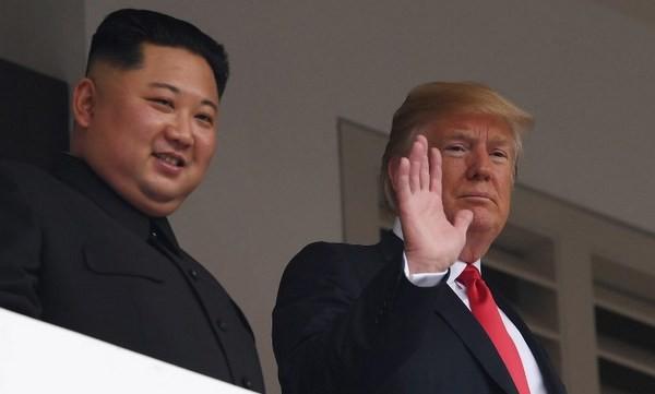 Sau 35 phút họp kín, ông Trump và ông Kim tiếp tục có thêm những hoạt động bên ngoài. Ông Trump cho biết cuộc thảo luận riêng với Kim Jong-un rất, rất tốt.