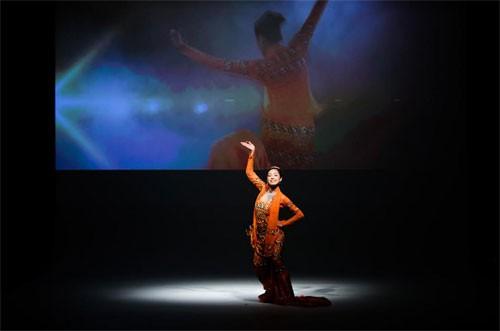 """Dancer trong clip thương hiệu cũng xuất hiện tại buổi lễ khai trương Mytel để """"kể câu chuyện của mình"""". Ảnh: Trần Thọ"""