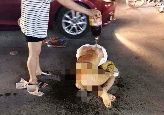 Cô gái bị đánh ghen đổ nước mắm lên người