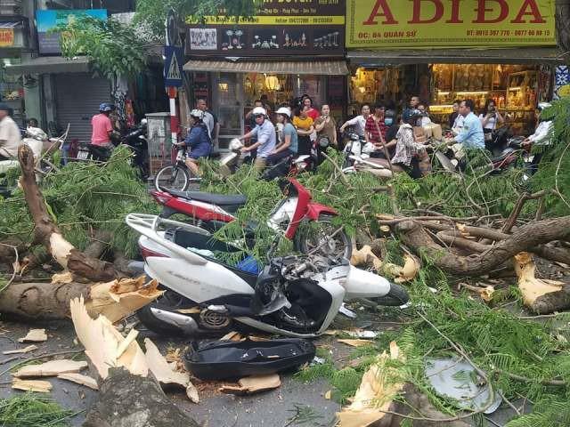 Sau khi xảy ra sự việc, các nạn nhân được đưa đi cấp cứu.