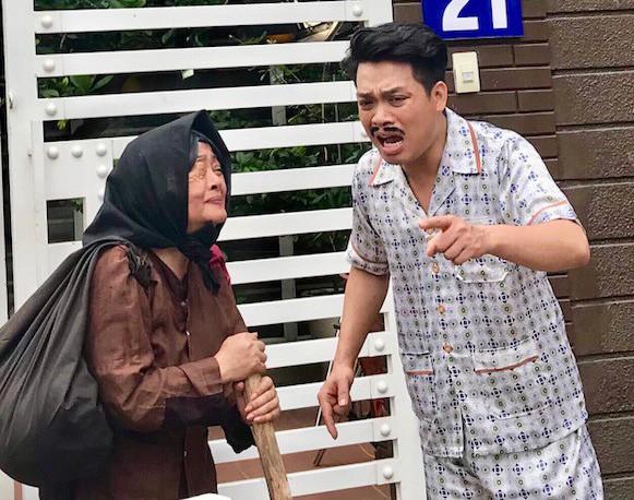 """Nghệ sĩ Trà My và diễn viên Lê Tâm trong cảnh phim ngắn """"Người mẹ một mắt"""" (ảnh nhân vật cung cấp)."""