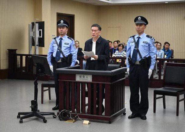 Dương Sùng Dũng trước tòa.