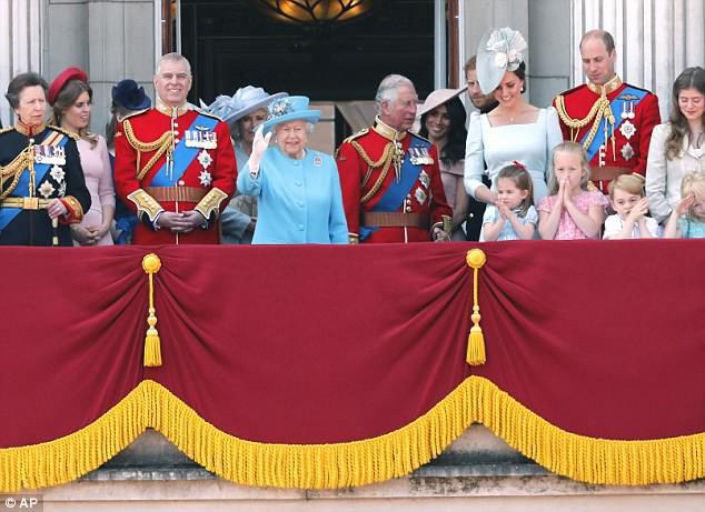 Công chúa Charlotte đã vỗ tay nhiệt tình. (Ảnh: dailymail)
