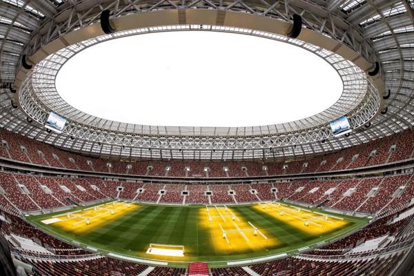 Sân này sẽ diễn ra trận khai mạc và trận chung kết World Cup 2018. Ngoài ra, nhiều trận đấu khác trong vòng đấu loại cũng diễn ra ở sân này.
