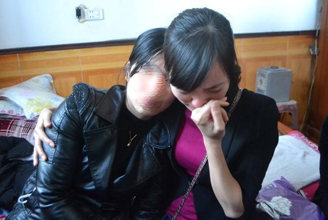 Nỗi đau của chị Nguyên cùng người thân khi bé Linh bị sát hại. Ảnh: Đ.Tùy