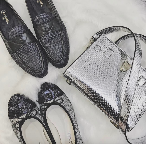 Sắm liền 2 đôi giày Chanel 1 lúc