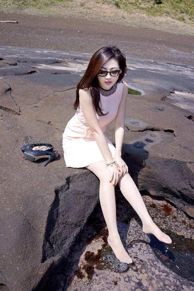 Một trong những điểm du lịch yêu thích của Á hậu là Hàn Quốc, nên việc cô lựa chọn nơi đây khá thường xuyên trong những năm qua cũng là điều dễ hiểu. Ảnh được chụp tại một bãi biển Hàn Quốc trong kỳ nghỉ của Tú Anh.