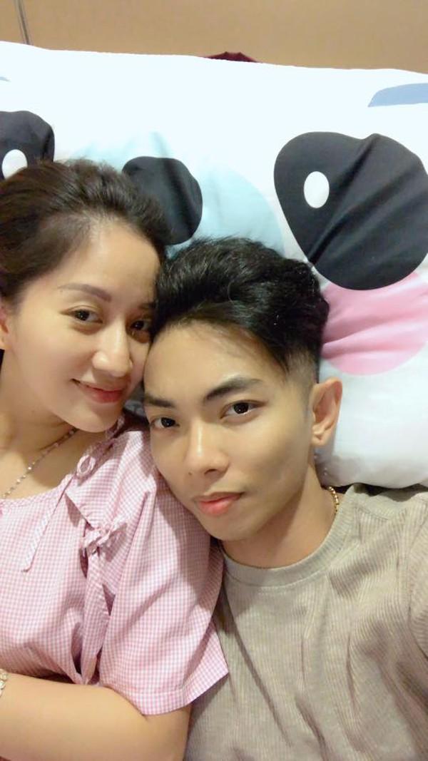 Khánh Thi cũng dành những cảm xúc đặc biệt gửi đến chồng trẻ kém 12 tuổi.